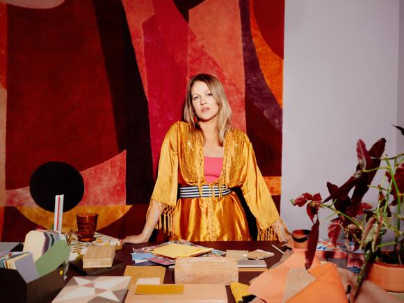 EKSPERT: Fargeekspert Dagny Thurmann-Moe i KOI Colour Studio tror de sterke fargene nå blir med oss videre. FOTO: EINAR ASLAKSEN