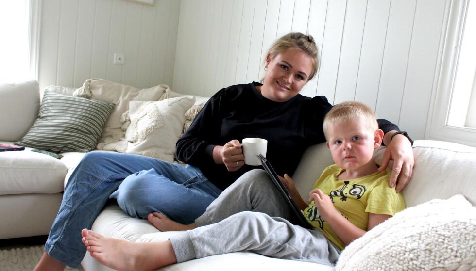 FAMILIEKOS: Barna til Liv er med på noen av videoene hennes. Her er hun sammen med Matheo på seks år. FOTO: Signe Marie Rølland