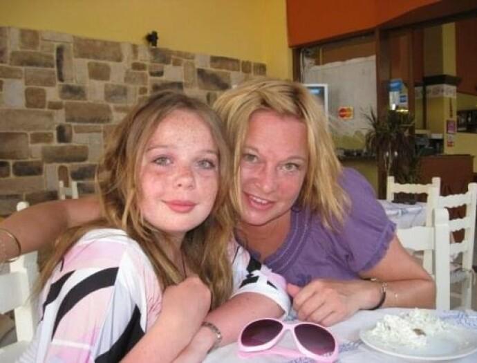 PÅ FERIE: Nina tok med seg sønnen og datteren på ferie til Hellas mange ganger i løpet av oppveksten. FOTO: Privat