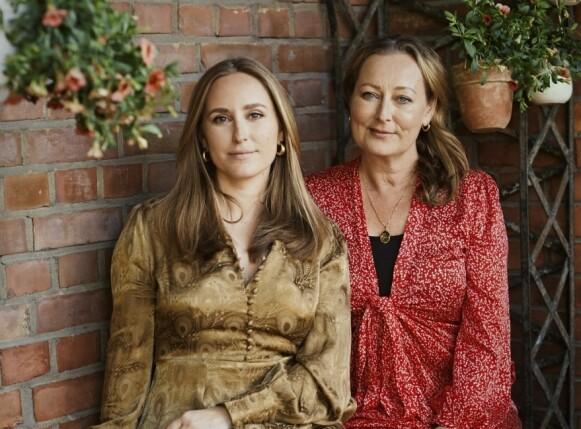 POPULÆRE KJOLER: Mor og datter Tine (t.h) og Elisa Mollatt (t.v) står bak det norske motemerket byTiMo. FOTO: OLE MARTIN HALVORSEN