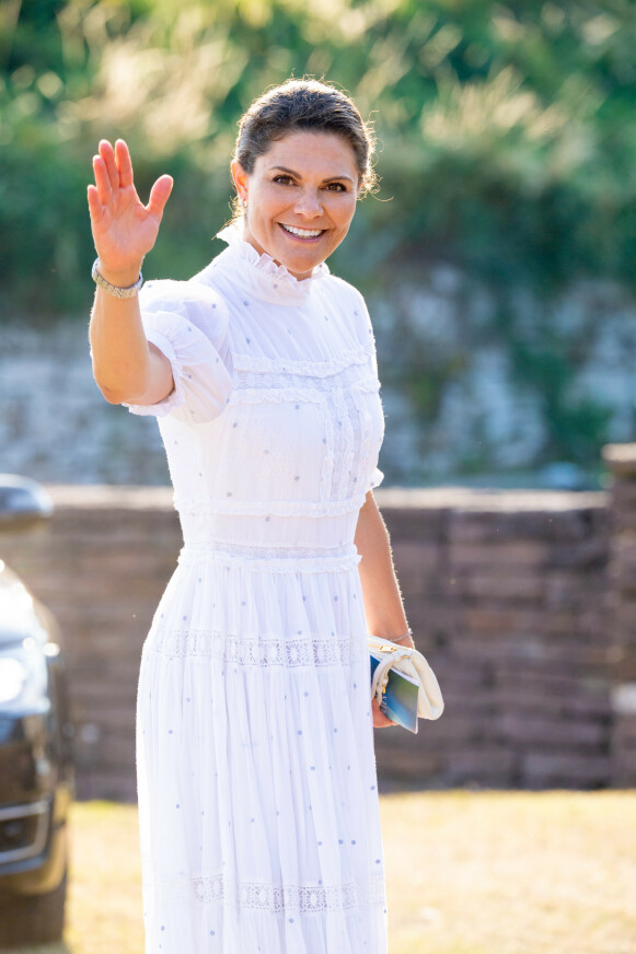I SVENSK DESIGN: Kronprinsesse Victoria feiret sin 44-årsdag i kjole fra svenske By Malina. FOTO: NTB