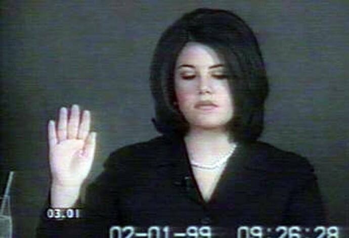 HØRING: Monica Lewinsky avgir ed i 1999, under riksrettshøringene mot president Clinton i kjølvannet av utroskapsskandalen. FOTO: NTB
