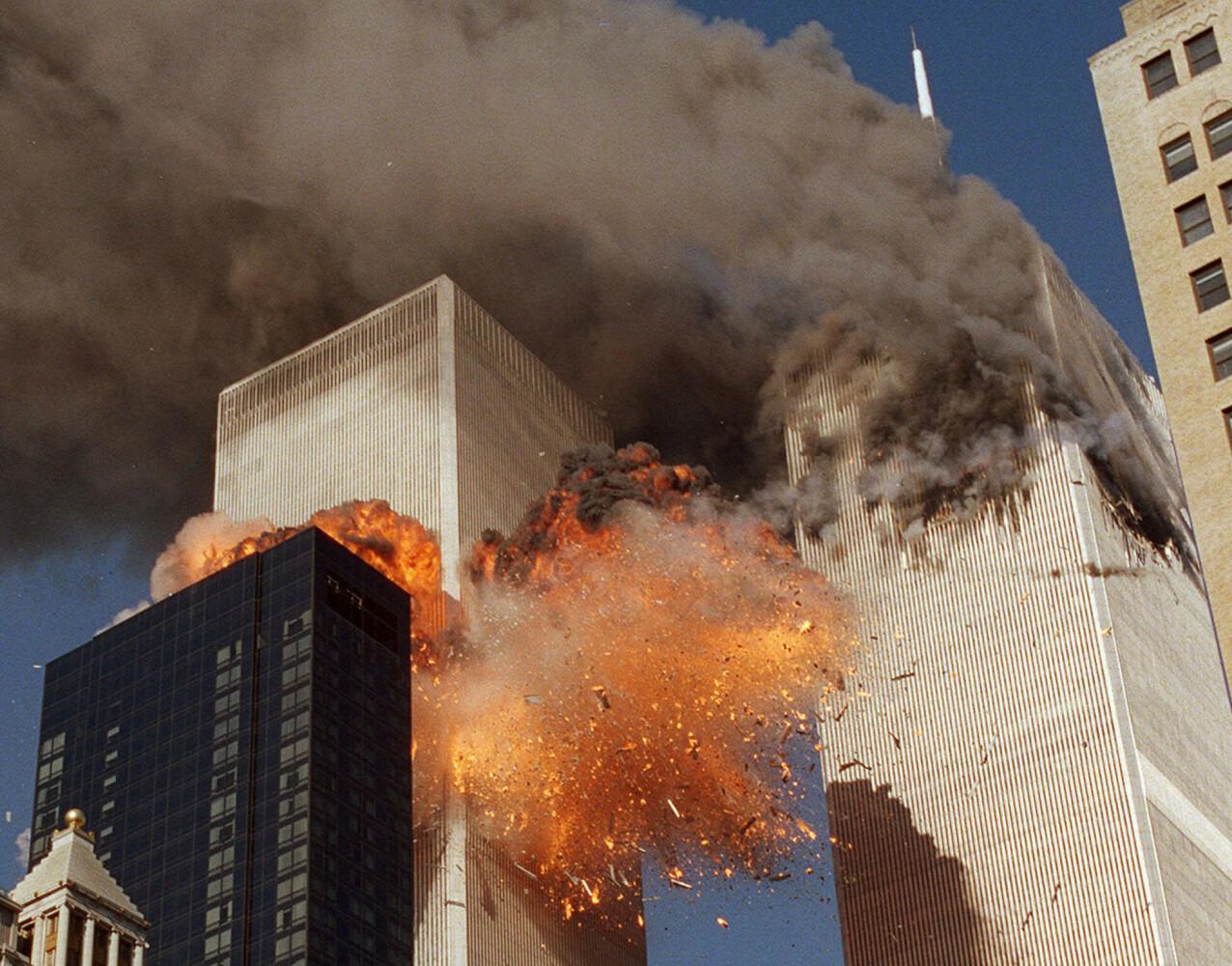 UVIRKELIG: Å være vitne til at fly nummer to smeller inn i det andre tvillingtårnet var helt uvirkelig. FOTO: NTB