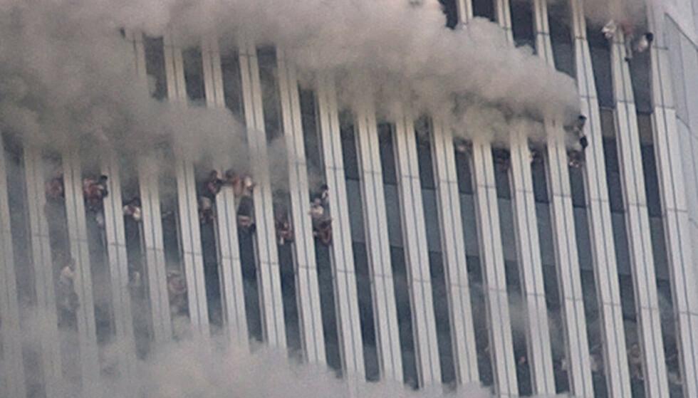GRUSOMME SCENER: I 2001 kunne TV-seere verden over følge de grusomme scenene som utspilte seg i New York direkte. FOTO: NTB
