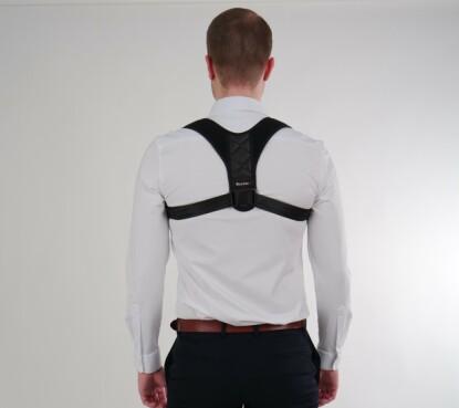 HOLDNINGSVEST: Vestene skal ifølge produsentene redusere smerter i nakke og rygg. FOTO: Backzter AS