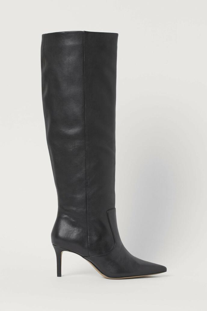 Svart med stiletthæl (kr 1300, H&M).
