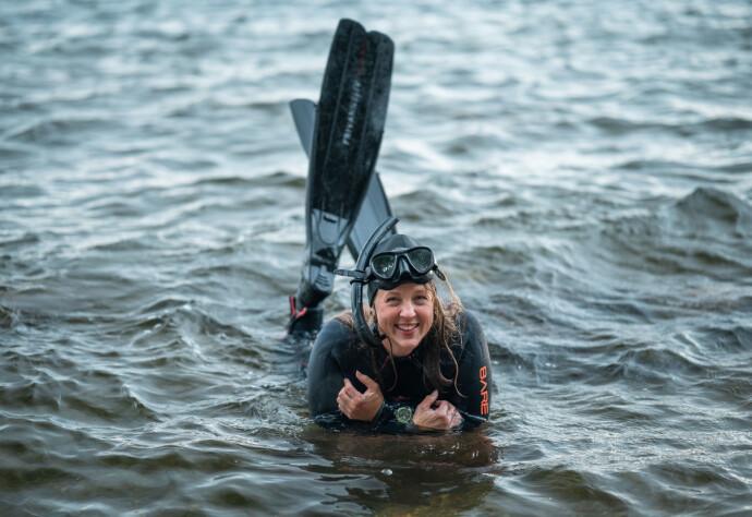 MYE FINT!: Pia har skrevet boken sin for å vise hvor mye fint og fantastisk som er i havet. FOTO: Joachim Engelstad