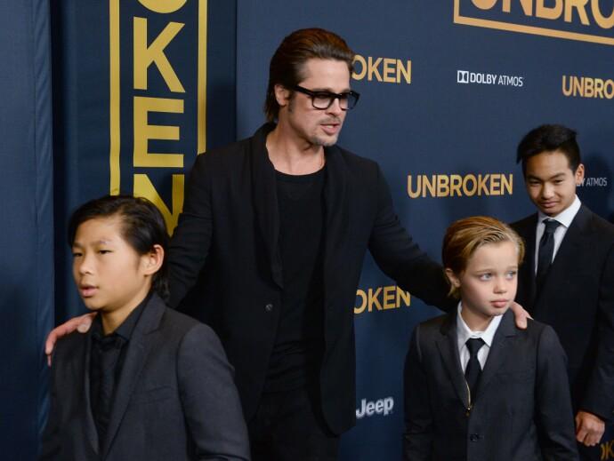 PÅ PREMIERE MED PAPPA: Brad Pitt på premiere i 2014, med barna Pax Thien Jolie-Pitt, Shiloh Nouvel Jolie-Pitt og Maddox Jolie-Pitt. FOTO: NTB