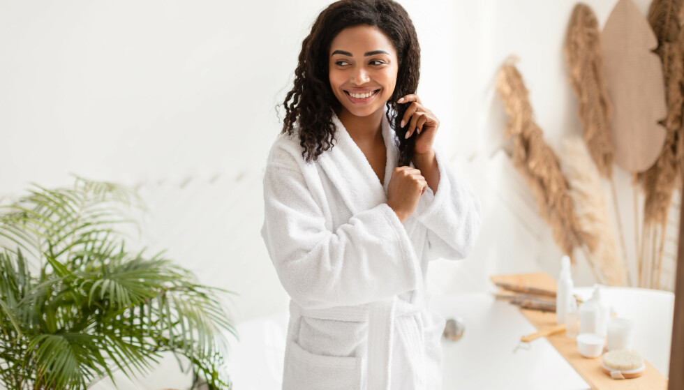 NATURLIGE MASKER: Du finner mye god hårpleie hjemme på kjøkkenet. Foto: NTB