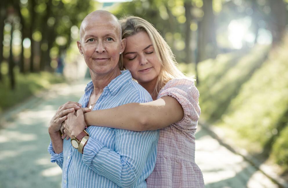 LIVMORHALSKREFT: Karianne Næss (49) vil aldri bli kvitt kreftsykdommen. Hennes ønske, er at så mange som mulig tar livmorhalsprøven, så de ikke opplever det samme som henne. Foto: Astrid Waller