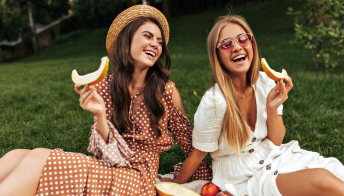 VIKTIG SIGNAL: Klær spiller en rolle, og både kvinner og menn kan få mye oppmerksomhet ved å bruke kleskoder som generelt er ansett for å være sexy. FOTO: NTB