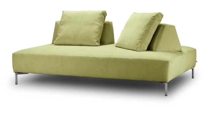 Gulgrønn sofa (kr 45 000, Eilersen).