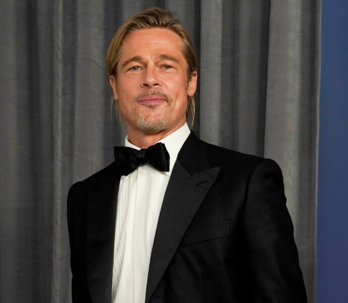 SLO VÅR MANN: Brad Pitt poserer i presserommet under Oscarutdelingen i 2021. FOTO: Chris Pizzello/Pool via REUTERS/NTB