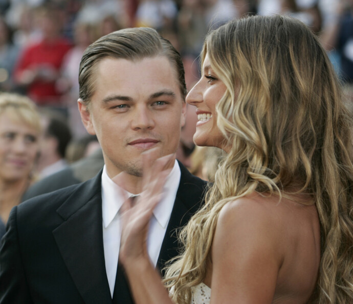 MODELL: Da Leonardo DiCaprio var nominert til Oscar for sin rolle i «The Aviator» i 2005, kom han til utdelingen sammen med sin daværende kjæreste Gisele Bundchen. FOTO: AFP PHOTO/JEFF HAYNES/NTB