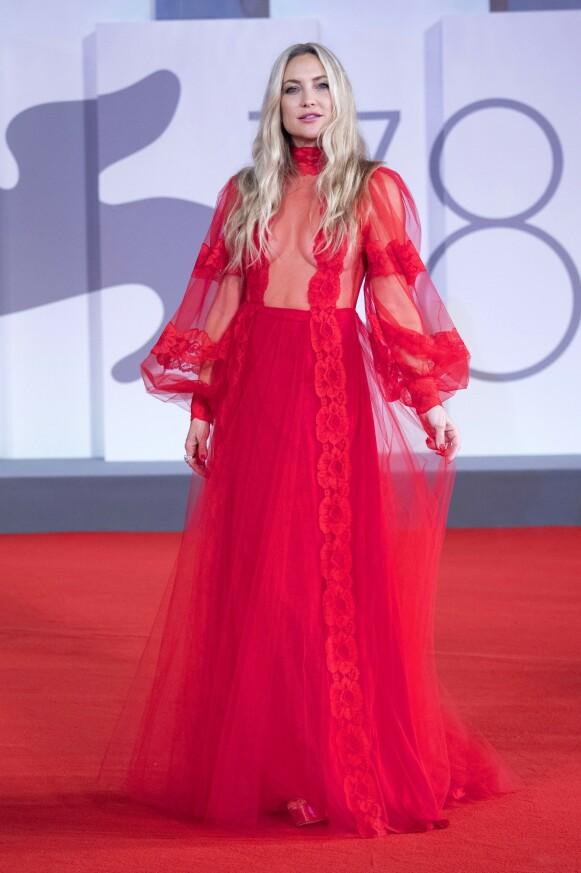 Kate Hudson i Valentino på premieren av «Mona Lisa And The Blood Moon»