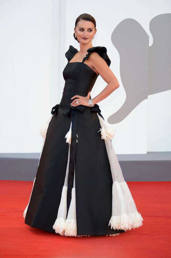 Penélope Cruz i Chanel på premieren av «Parallel Mothers». FOTO: NTB