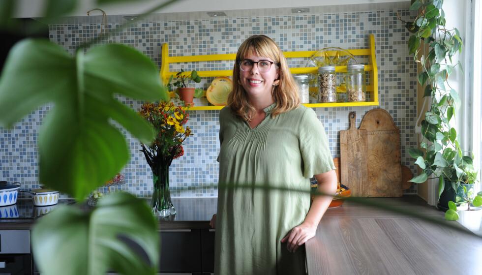 GAMLE SKATTER: - Jeg elsker å gå på skattejakt, sier Rebecca om huset som er innredet med brukte ting. FOTO: Marianne Otterdahl-Jensen