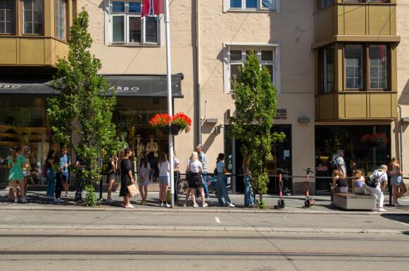 POPULÆRT: Den italienske fast fashion-kjeden tiltrekker seg kunder til tross for den massive kritikken. Her fra butikken i Oslo i sommer. FOTO: NTB