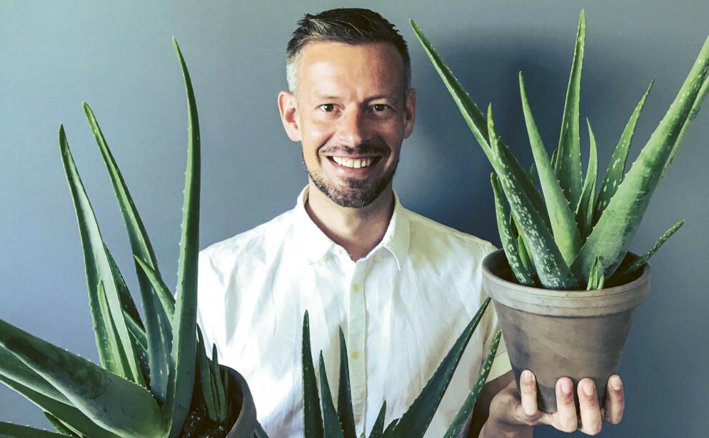 MER ENN 300 GRØNNE PLANTER INNENDØRS: Etter at han flyttet fra leilighet til småbruk, kunne Anders Røyneberg dyrke planteinteressen enda mer. FOTO: Plantebonanza/Inger Marie Grini