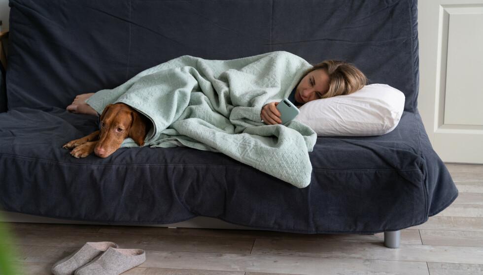 PRIORITER AVSLAPNING: - Vi anbefaler å innarbeide gode rutiner, der du gjerne roer deg ned de siste timene før du går til sengs, sier eksperten.