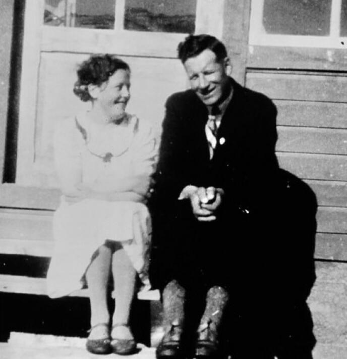 EKTEPAR: Haldis og Ola Bones hjemme i Salangsdalen. Haldis var med på det livsviktige syom-prosjektet, mens ektemannen kjempet i fjellene. FOTO: Gyldendal