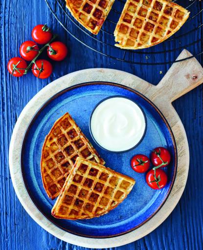 PIZZAVAFLER: Smakfull og enkel mat som barna kan lage selv etter skoletid. FOTO: Cappelen Damm