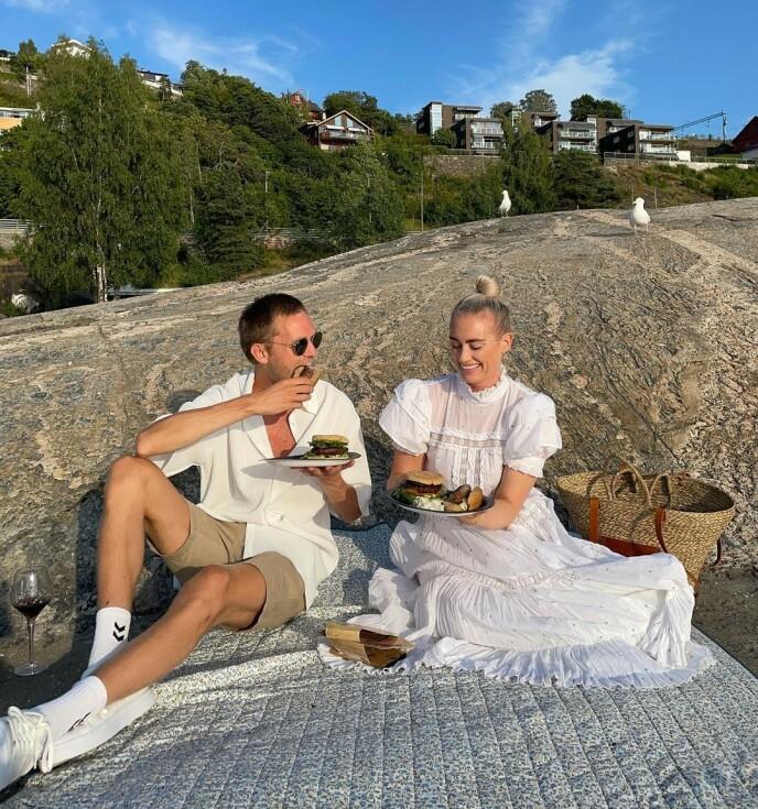EGENTID: Dalhaug og Sveinsdottir prioriterer pleie av forholdet i hverdagen - gjerne med mobilen avslått. Foto: @andreasveinsdottir