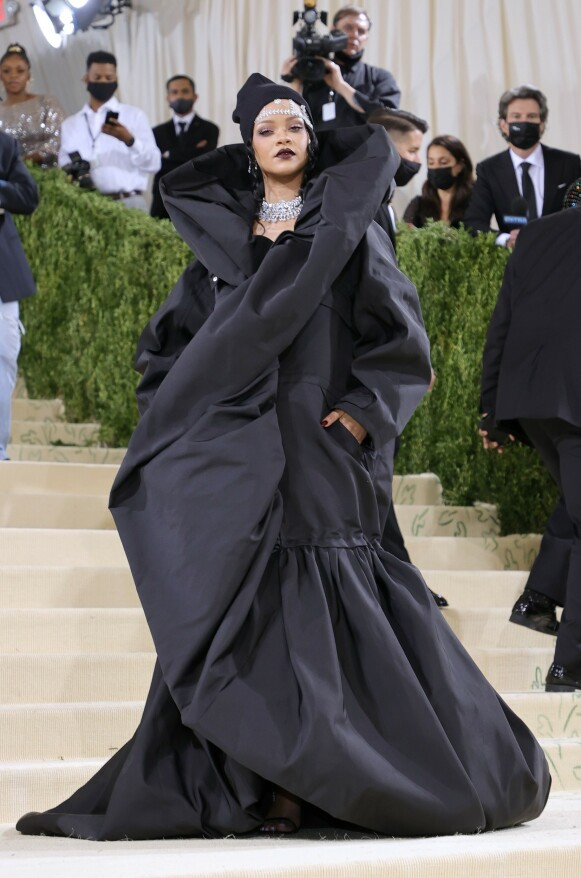 Rihanna i Balenciaga. FOTO: NTB