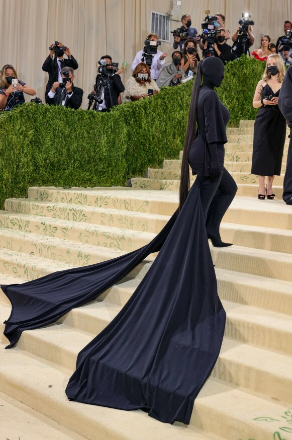 Kim Kardashian i Balenciaga. FOTO: NTB