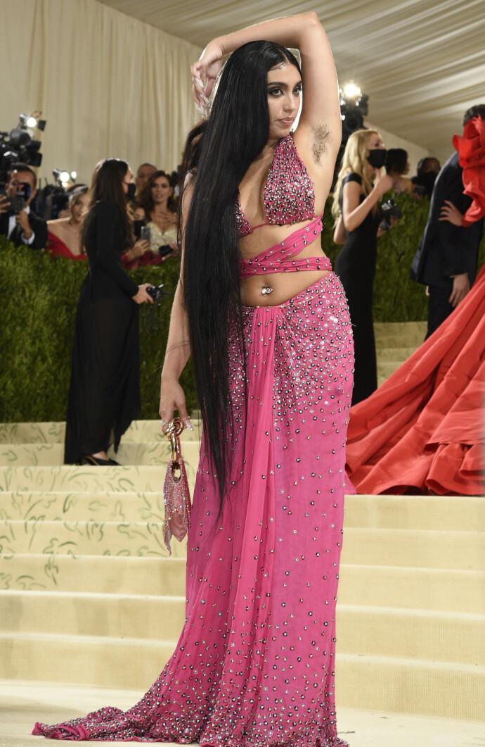 ROSA PÅ BALL: Lourdes Leon på The Metropolitan Museum of Art's Costume Institute gala i 2021, som markerte åpningen av utstillingen «In America: A Lexicon of Fashion». FOTO: Evan Agostini/Invision/AP/NTB