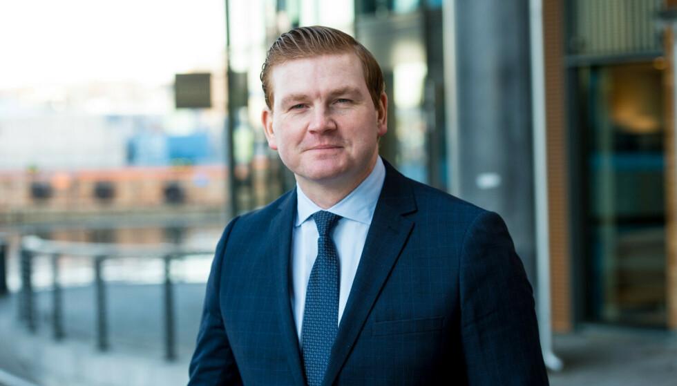 FORVENTNINGER: Øystein Schmidt i Danske Bank sier mange føler på forventninger rundt pengegaver ved konfirmasjoner og andre merkedager. Foto: Danske Bank