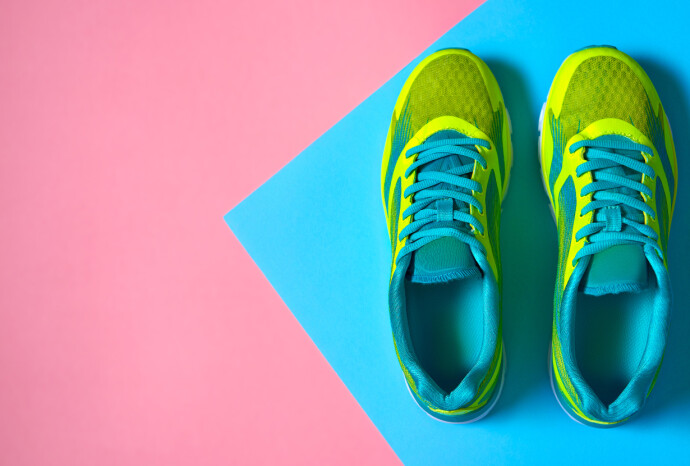 FRISK DUFT?: Det skal være mulig å få bukt med vond lukt i skoene. FOTO: NTB