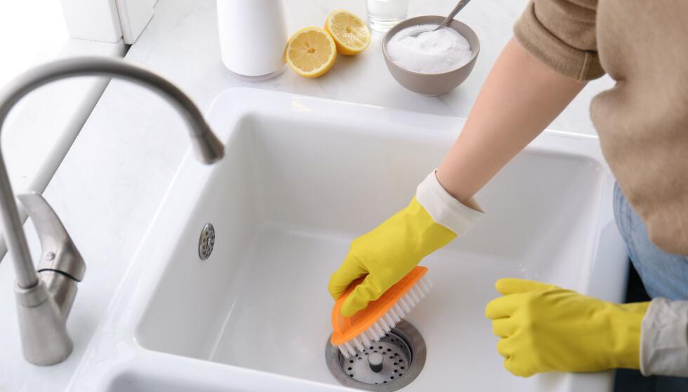 PUSS PUSS, SÅ FÅR DU EN ...: Natron kan brukes til å vaske huset. FOTO: NTB