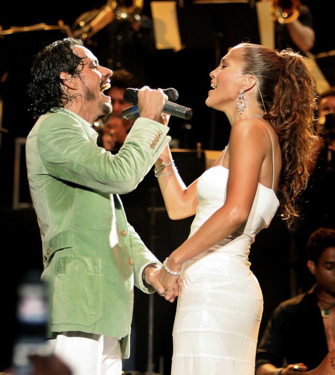 SØT MUSIKK: Jennifer Lopez og Marc Anthony på scenen under President of Latin Music Festival i 2005. FOTO: NTB