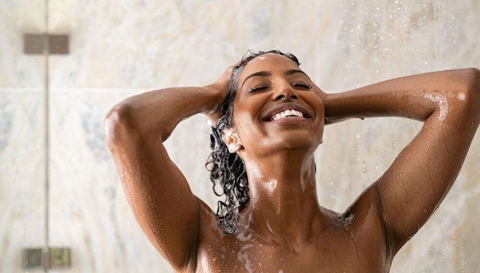 BRA FOR DEG: En iskald dusj kan være bra for både blodsirkulasjonen, psyken og håret. FOTO: NTB
