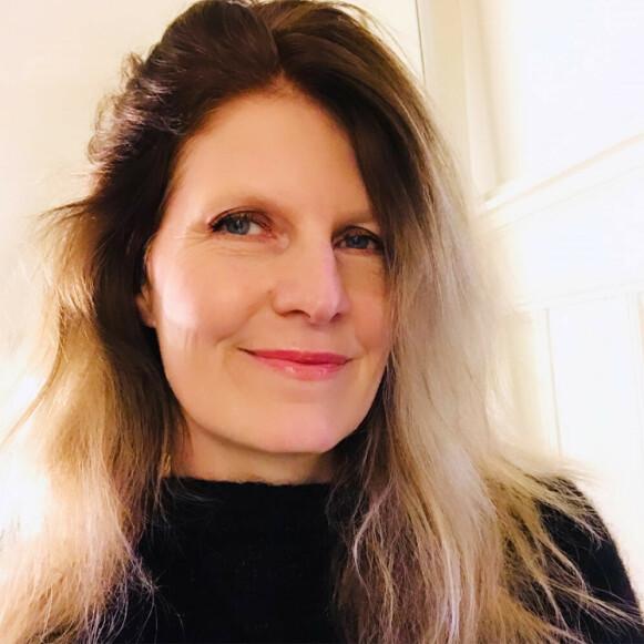 MOTEVITER: Pia Henriken mener kjendisbaserte skjønnhetsprodukter er ren markedsføring. FOTO: PRIVAT