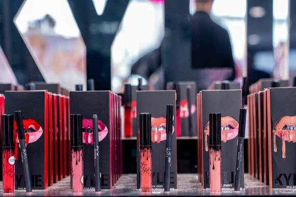 SEKS ÅR SENERE: Kylie Jenners sminkemerke lanseres i Norge seks år etter den internasjonale lanseringen. FOTO: NTB