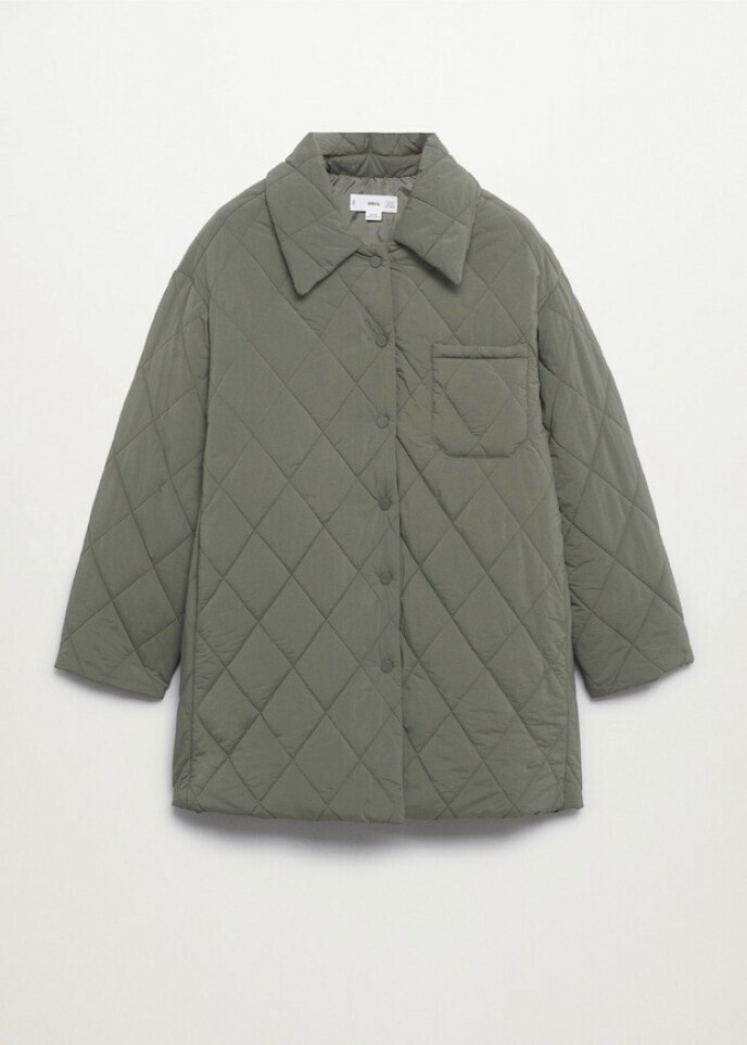 Militærgrønn jakke (kr 700, Mango).