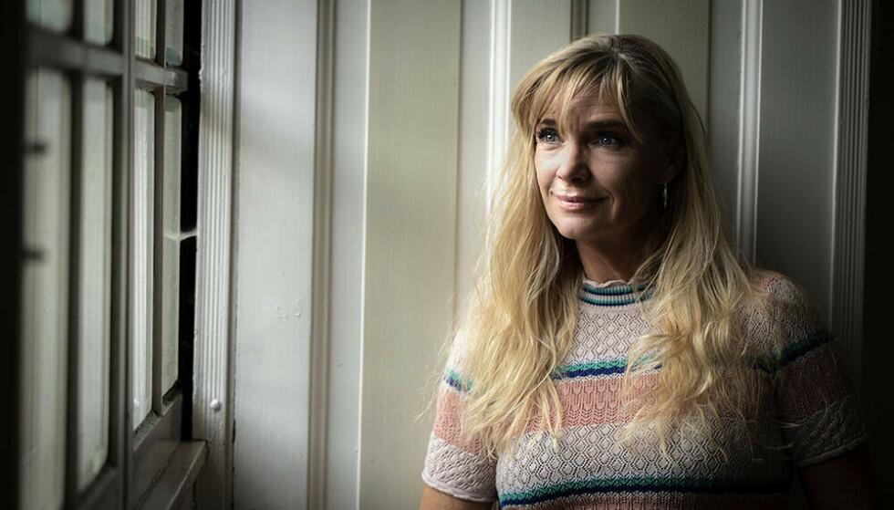 SKILT TO GANGER: Den danske frilansjournalisten Charlotte Højlund har vært gift og skilt to ganger. Hun forteller hvorfor hun tror mange annengangssamliv går i stykker.