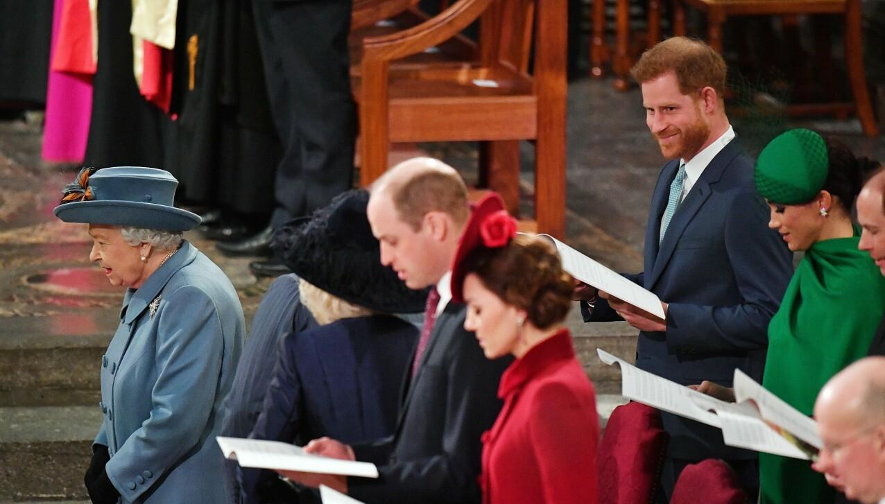 SISTE OPPDRAG: Prins Harry smiler fra øre til øre under det som var han og konas aller siste offisielle oppdrag sammen i Storbritannia - og før verden stengte ned i mars 2020. Bildet er tatt 9. mars under Commonwealth Day Service i Westminster Abbey i London. FOTO: NTB