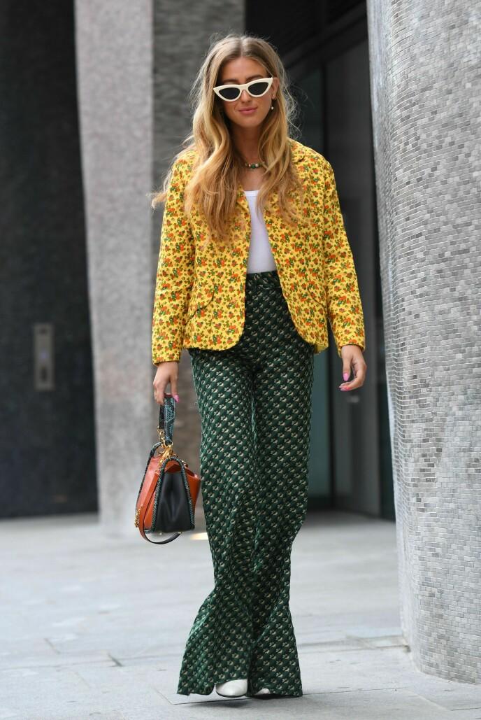 BALANSE: Å gå for ett mindre mønster og ett større mønster gir antrekket balanse. Sett under en tidligere London Fashion Week. Foto: REX/NTB.