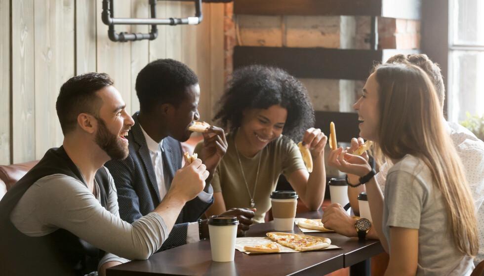 ANTALLET ER IKKE VIKTIG: - Forskning viser at det er med få og trygge relasjoner man er mest lykkelig, sier eksperten.