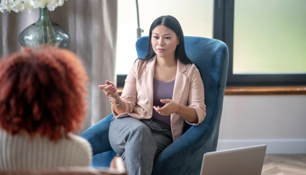 TAUSHETSPLIKT: - De fleste er heldigvis klar over hvilken rolle terapeuten har og de vet at vi har taushetsplikt, sier psykologen. FOTO: NTB