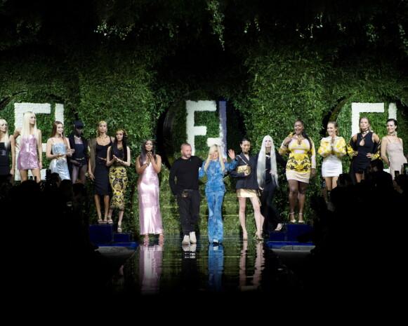 SAMARBEID: Fendis Kim Jones og Versaces Donatella Versace byttet roller. FOTO: NTB