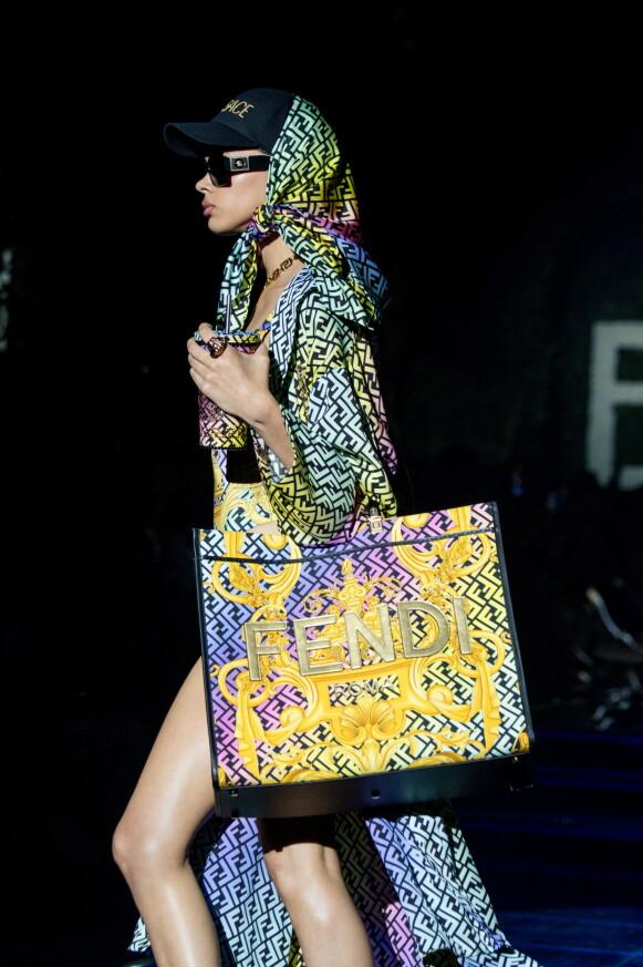 «SWAP»: Til vanlig er de rivaler, men for denne kolleksjonen slo Fendi og Versace seg sammen. FOTO: NTB