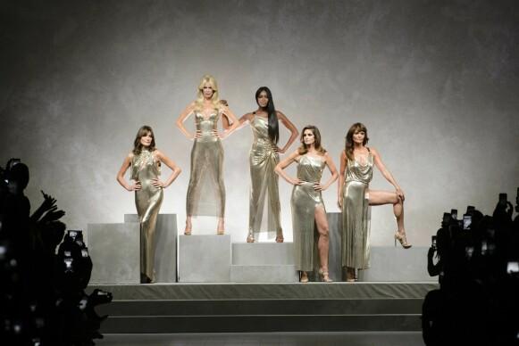 SUPERS: 90-tallet supermodeller, også kalt bare «supers», var samlet for Versace-visningen tilbake i 2017. FOTO: NTB