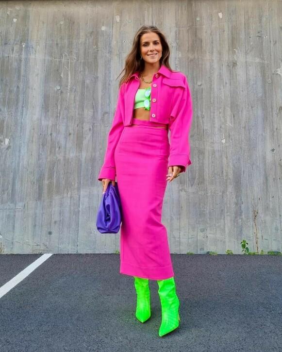 NEON: Influenser Nina Sandbech i neonfargede boots. FOTO: INSTAGRAM @NINASANDBECH