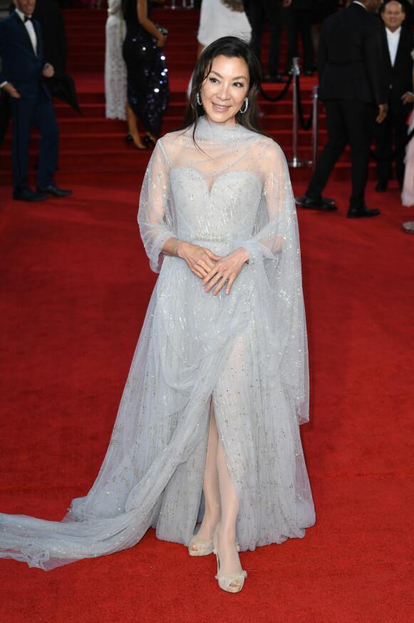 Michelle Yeoh i en isblå Elie Saab-kjole. FOTO: NTB