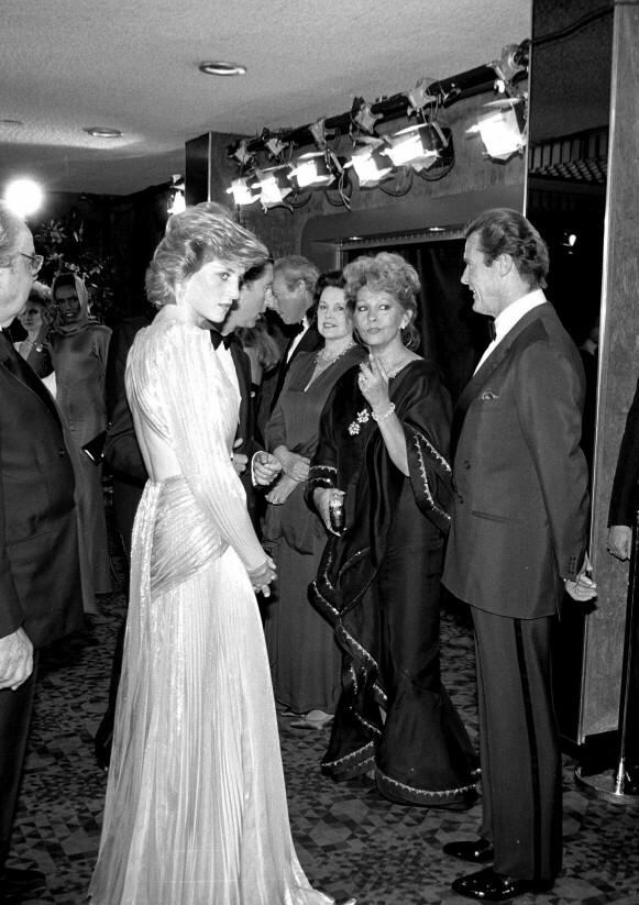 PÅ PREMIERE: Prinsesse Diana i Bruce Oldfield-kjole på premieren av Bond-filmen A View to a Kill i 1985. FOTO: NTB