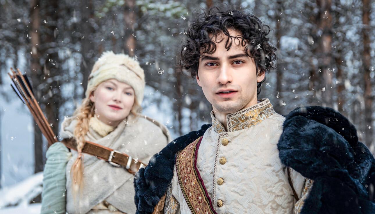 DUO: Det er artist Astrid Smeplass (24) og SKAM-skuespiller Cengiz Al (23) som har hovedrollene som Askepott og prinsen. FOTO: David Vu / Storm Films